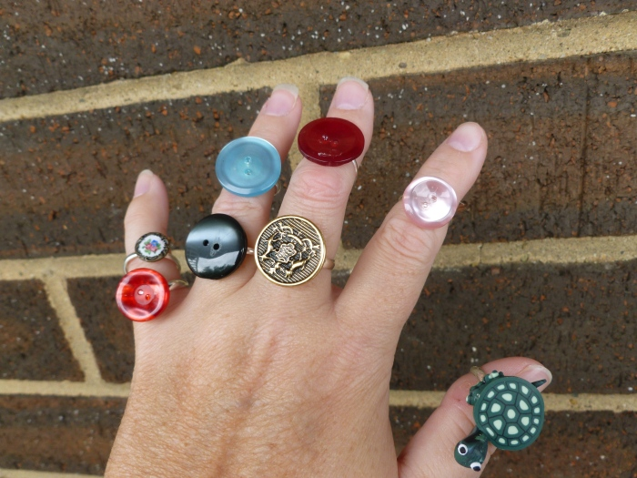 Rings with buttons! And... a tiny turtle. :p